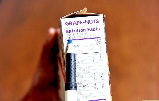 Prent getiteld Lees Voedings Feite op Voedsel Etikette Stap 1