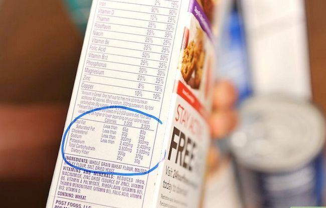 Prent getiteld Lees Voedings Feite op Voedsel Etikette Stap 12