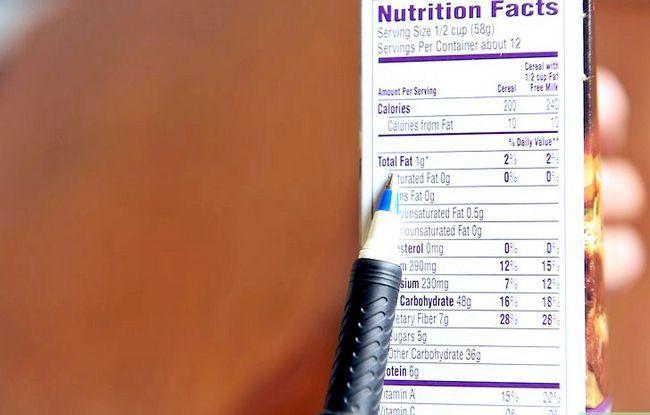 Prent getiteld Lees Voedings Feite op Voedsel Etikette Stap 3