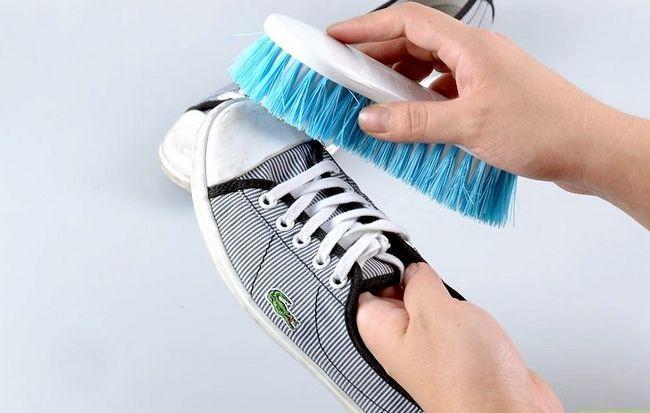 Prent getiteld skoon tennis skoene stap 1
