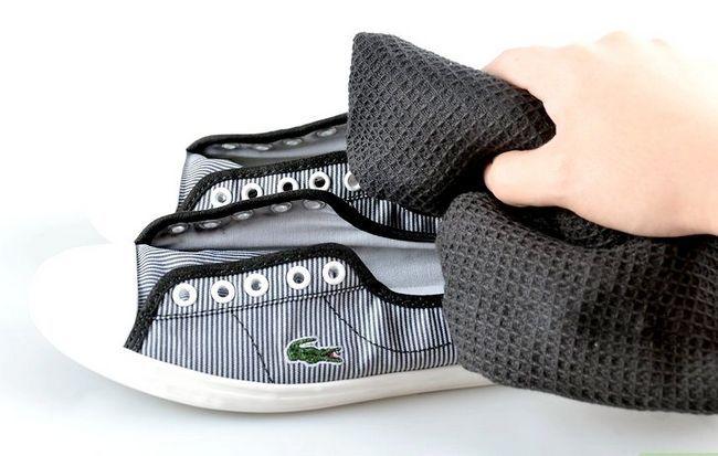 Prent getiteld skoon tennis skoene stap 12