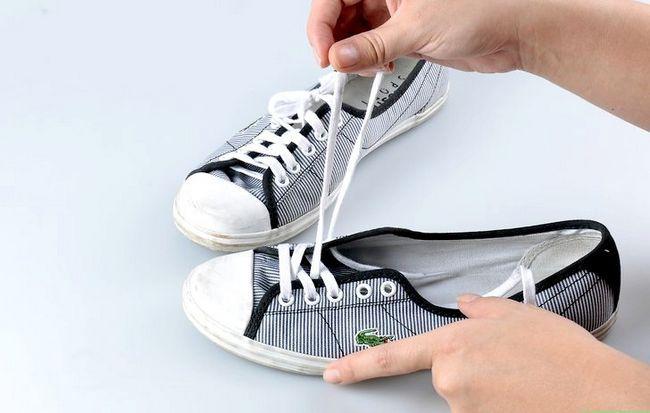 Prent getiteld Skoon Tennis Skoene Stap 3