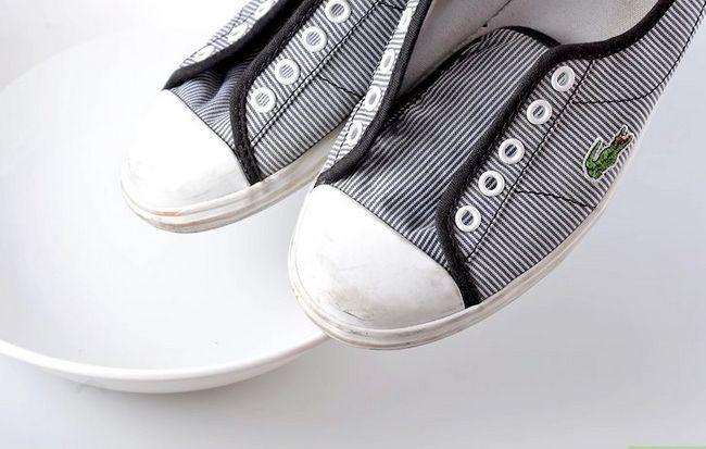 Prent getiteld skoon tennis skoene stap 5
