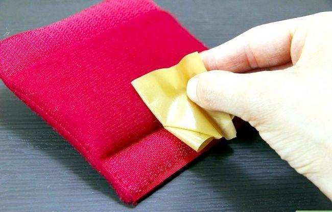 Prent getiteld Clean Velcro Step 2