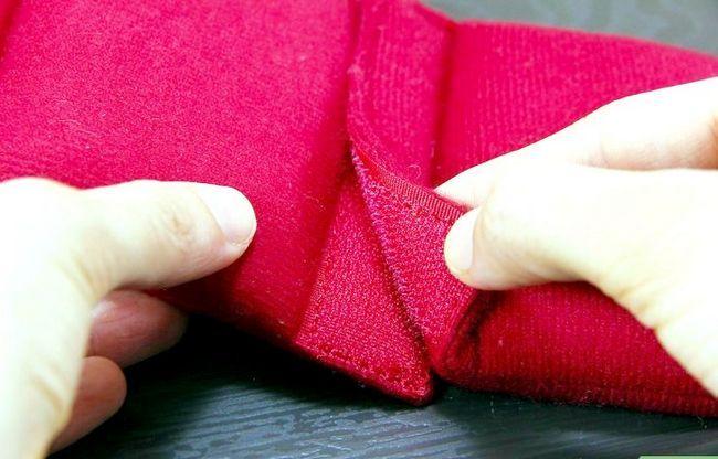 Prent getiteld Clean Velcro Step 8