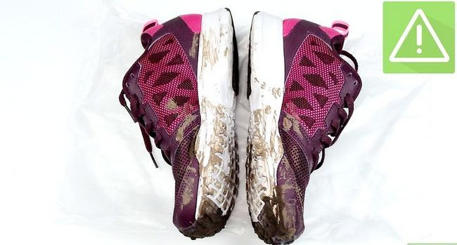 Prent getiteld Clean Muddy Running Shoes Stap 2