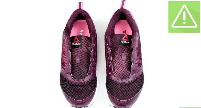 Prent getiteld Clean Muddy Running Shoes Stap 8