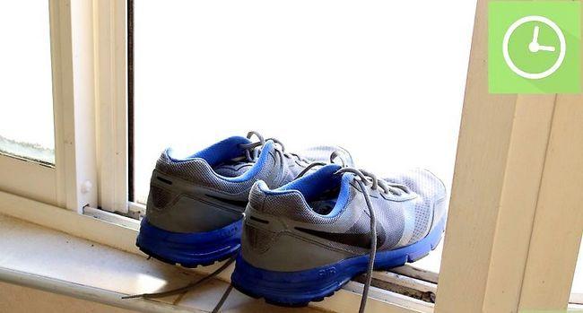Prent getiteld Clean Nike Sneakers Stap 4