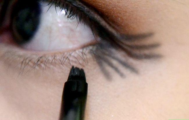Prent getiteld Doen Make-up vir tuiskoms Stap 12