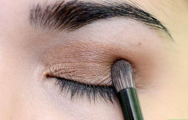 Prent getiteld Doen Make-up vir tuiskoms Stap 9