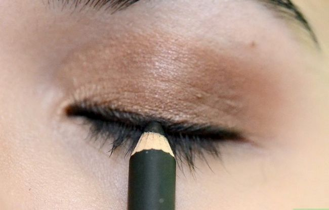 Prent getiteld Doen Make-up vir tuiskoms Stap 10