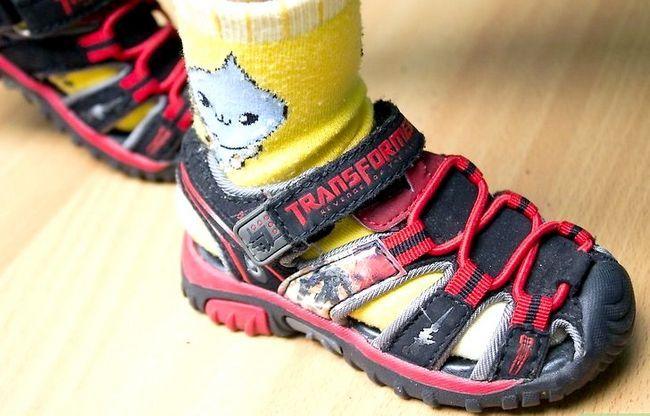 Beeld getiteld Meet `n peuter vir skoene Stap 4