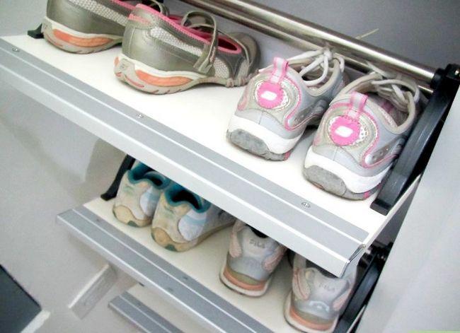 Prent getiteld Organiseer Skoene Stap 1