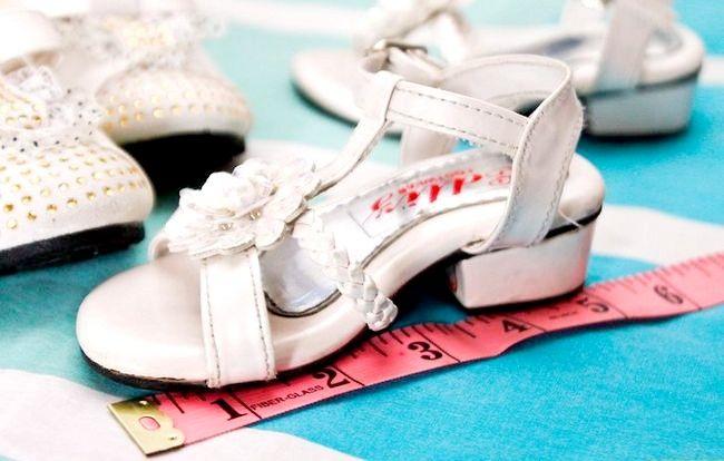 Prent getiteld Plaas skoene op `n jaar oue stap 1