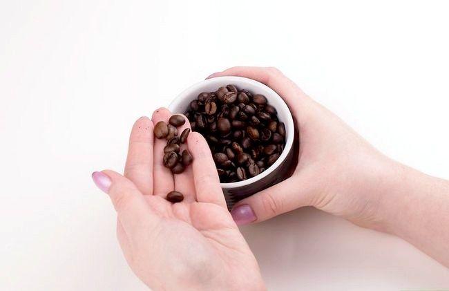 Prent getiteld Maak Kubaanse koffie Stap 1