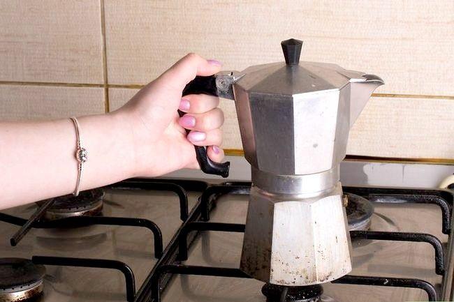 Prent getiteld Maak Kubaanse Koffie Stap 12