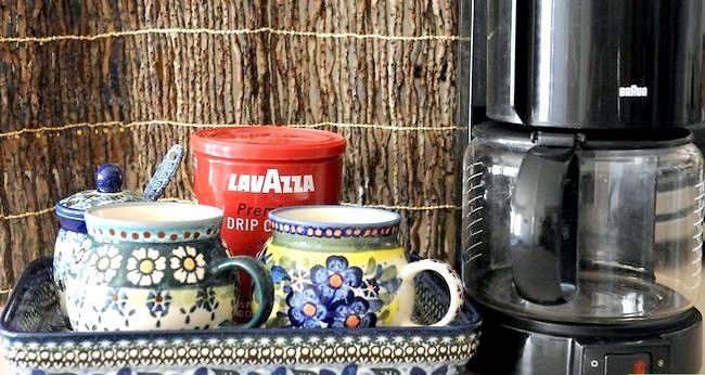 Prent getiteld Berei Filter Koffie Stap 1