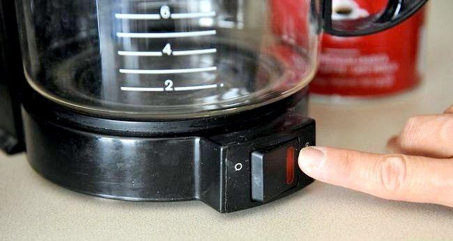 Prent getiteld Berei Filter Koffie Stap 5