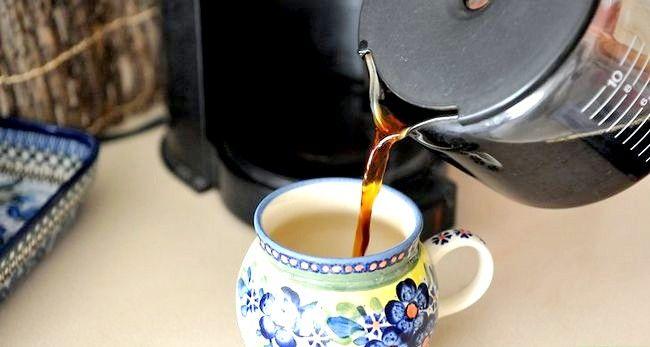 Prent getiteld Berei Filter Koffie Stap 6