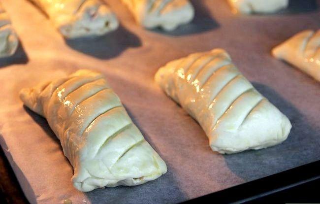 Prent getiteld Make Sausage Rolls Stap 7