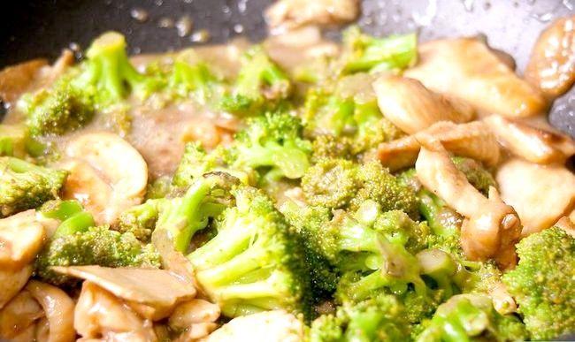 Prent getiteld Maak Roer Gebraaide Hoender En Broccoli Stap 6