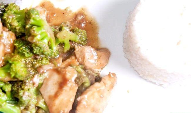 Prent getiteld Maak Roer Gebraaide Hoender En Broccoli Stap 7