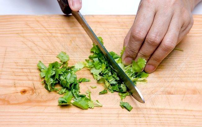 Prent getiteld Chop Cilantro Stap 10