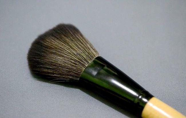Prent getiteld Skep `n Starter Make-up Kit vir `n Tiener Meisie Stap 2Bullet16