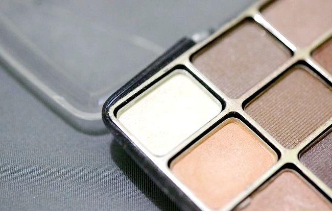 Prent getiteld Skep `n Starter Make-up Kit vir `n Tiener Meisie Stap 2Bullet8