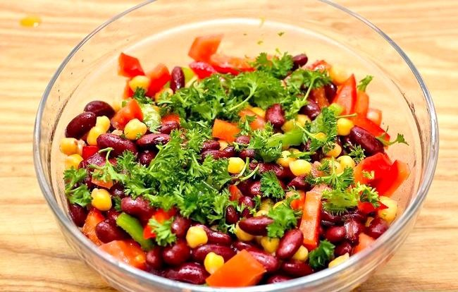 Prent getiteld Make Chickpea and Red Bean Salad Intro