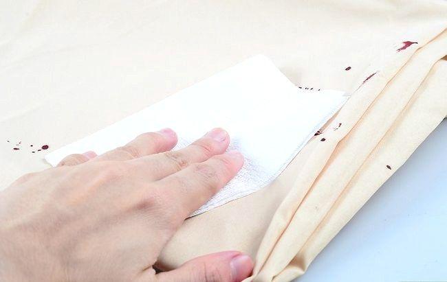 Prent getiteld Verwyder Bloed vanaf Satin Sheets Stap 2