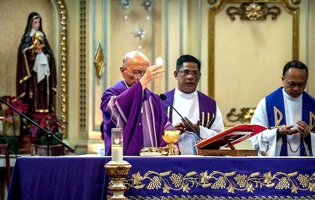 Prent getiteld Nagmaal in die Katolieke Kerk Stap 4