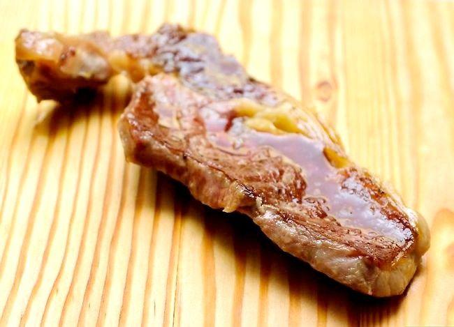 Prent getiteld Sear Steaks op die Grill Stap 10