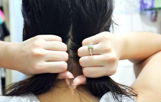 Prent getiteld Het golwende hare sonder om haarprodukte te gebruik Stap 1