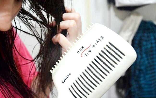 Prent getiteld Het golwende hare sonder om haarprodukte te gebruik Stap 8