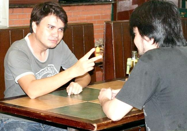 Hoe om twee bier te drink voordat iemand twee skote neem