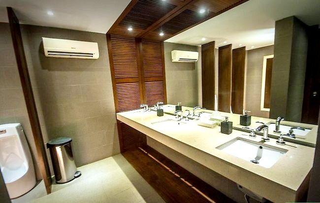 Prent getitel Veilig gebruik `n openbare badkamer Stap 1