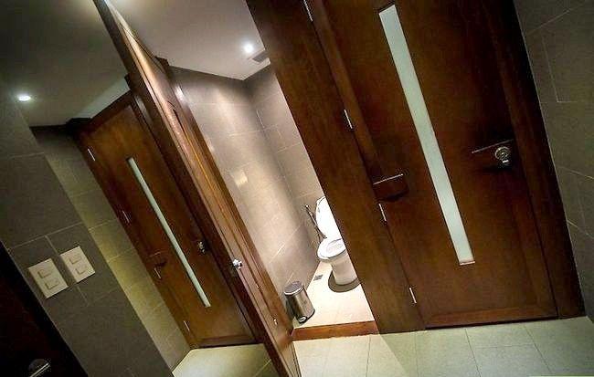 Prent getitel Veilig gebruik `n openbare badkamer Stap 2