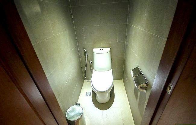 Prent getitel Veilig gebruik `n openbare badkamer Stap 3