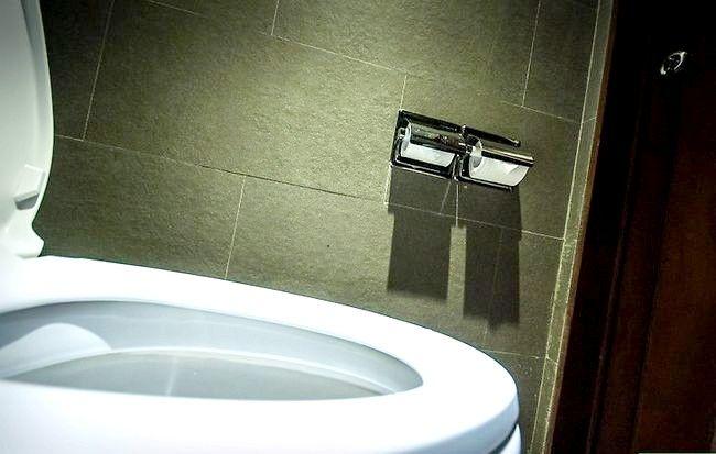 Prent getitel Veilig gebruik `n openbare badkamer Stap 4