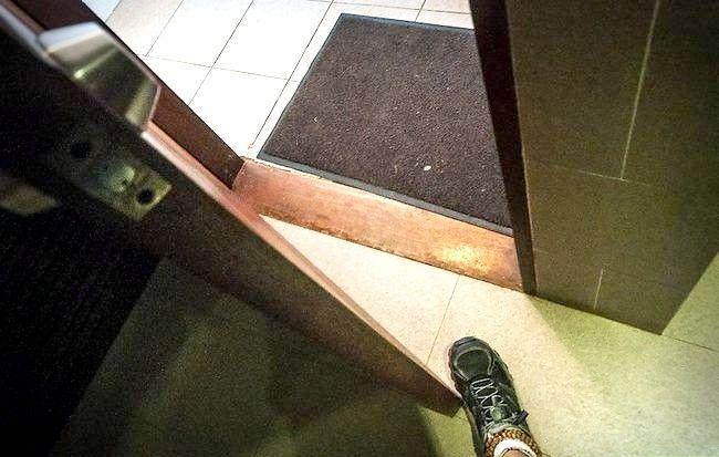 Prent getiteld Veilig gebruik `n openbare badkamer Stap 9