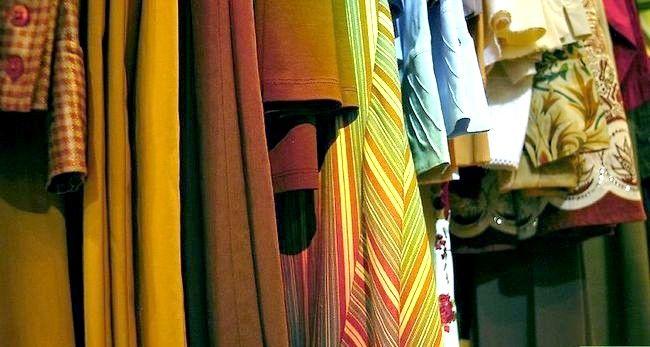 Prent getiteld Dress Fashionably Stap 1