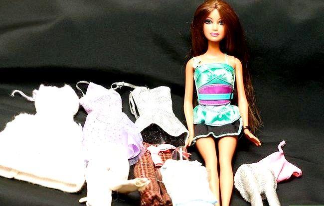 Hoe om `n Barbie aan te trek